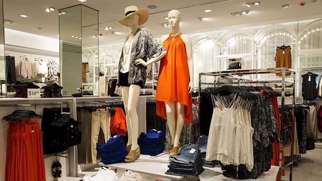 中式服装工作室装仺h㹨/_服装品牌日子不好过 快时尚门店越开越大