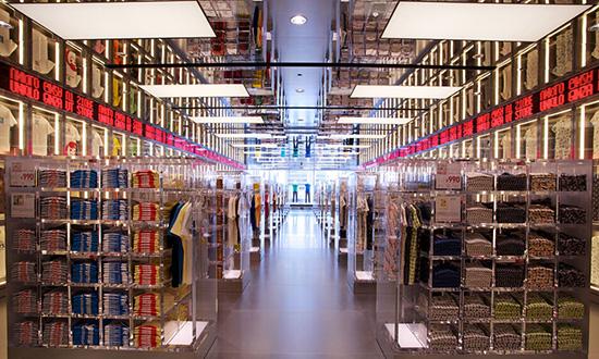 美国服装商库存堆积