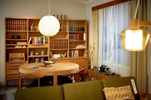 瑞典家居业巨头宜家(IKEA)将于近日在品牌发源地开放一座博物馆。在博物馆里面,可能不会有太多激动人心的东西,但是对于所有热爱宜家的人来说,这座博物馆很特别,里面将陈列曾在宜家商店里售卖过的各式各样的家居用品,清晰地勾勒出品牌73年的成长历程。 该博物馆坐落于瑞典南部Kronoberg县的Almhult村庄,1958年,全球第一家宜家门店(下图)就在这里诞生,截至2015年8月底的上财年,IKEA销售额同比增长11.