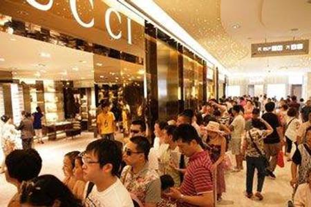 站在阿迪耐克背后 中国服装界最大赢家是它