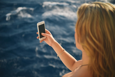 Snapchat的自救復盤:試水硬件 拉攏媒體