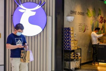 谁在抢救瑞幸咖啡?