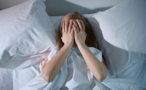 一杯睡前牛奶,会不会让年轻人的失眠有尽头?