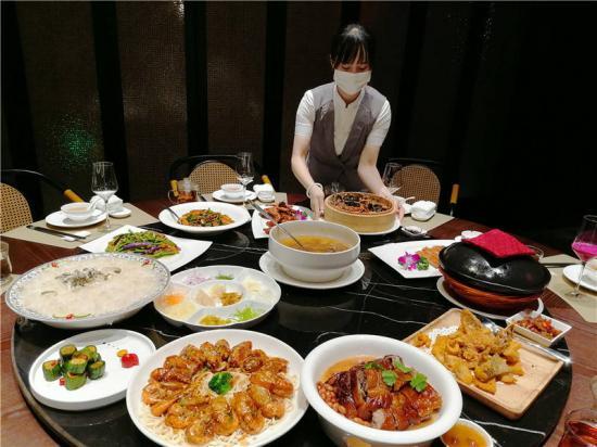 继茶颜悦色、文和友后,长沙这家粤菜馆新晋美食打卡点